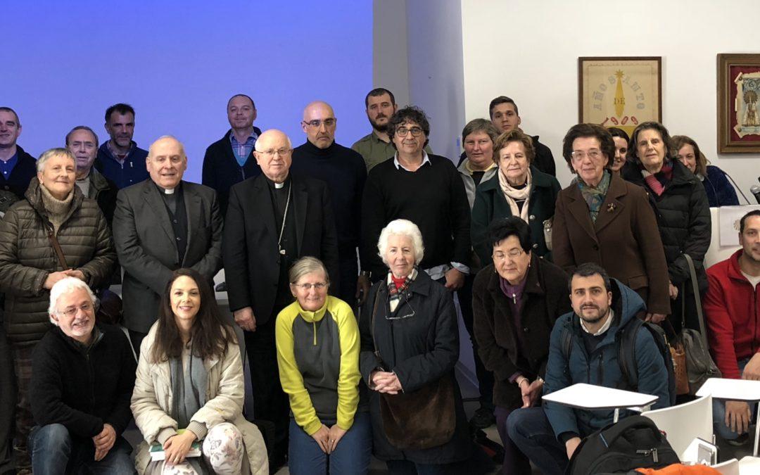 Monseñor Barrio invita a los voluntarios y empleados de la Catedral a que los peregrinos formen parte de sus vidas